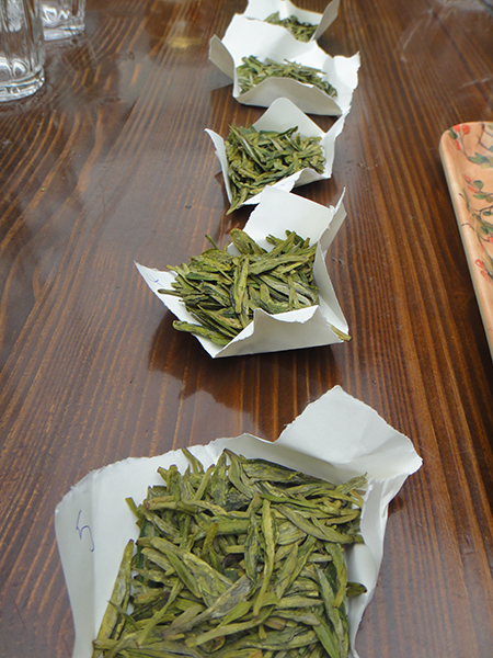 Degustation verschiedener Longjing
