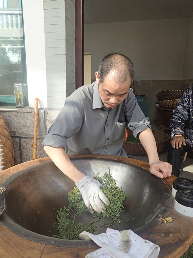 Weng Liwen aus dem Dorf Wengjiashan am Wok