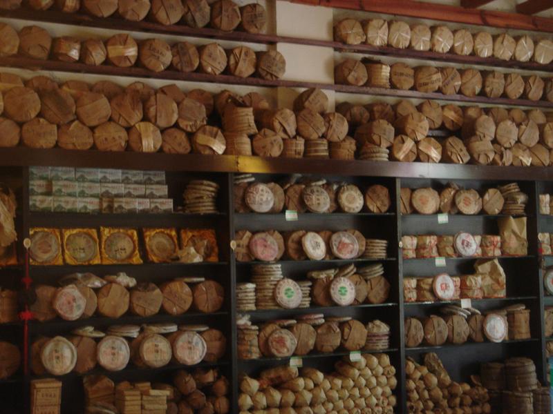 Viele Pu Er in einem Laden in Jinghong