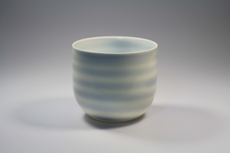 Product image for:Teetasse rundlich, weiss blau, horizontal gestreift